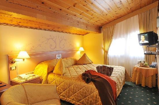 Hotel miramonti madonna di campiglio itali foto 39 s reviews en prijsvergelijking tripadvisor - Kleedkamer voor mansard kamer ...