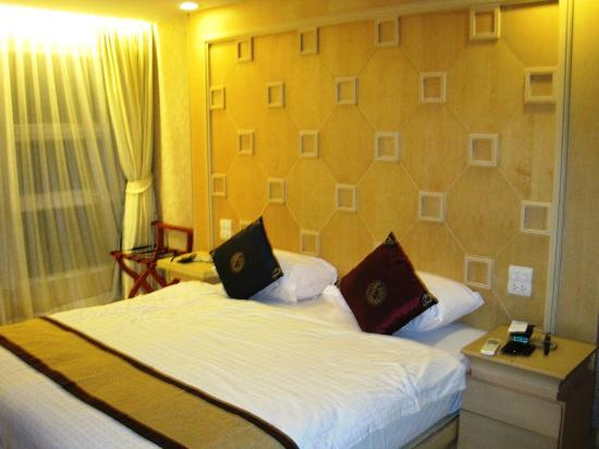 The room @ Smart Suites