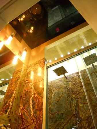 Monte Cassino De Luxe: Bathroom