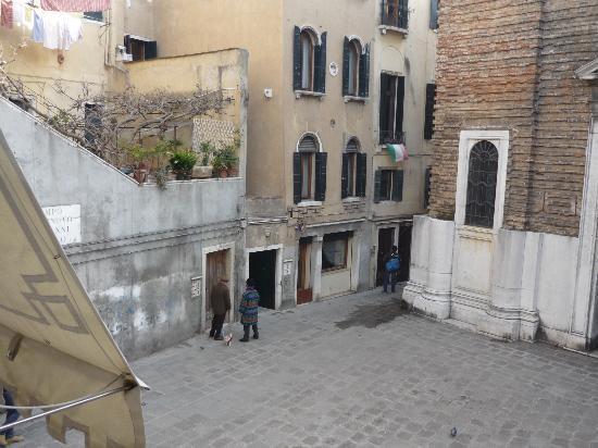 Locanda Casa Querini : La place devant l'hôtel