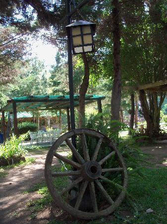 Hotel Alicante Montana: Rustic mountain theme in the garden