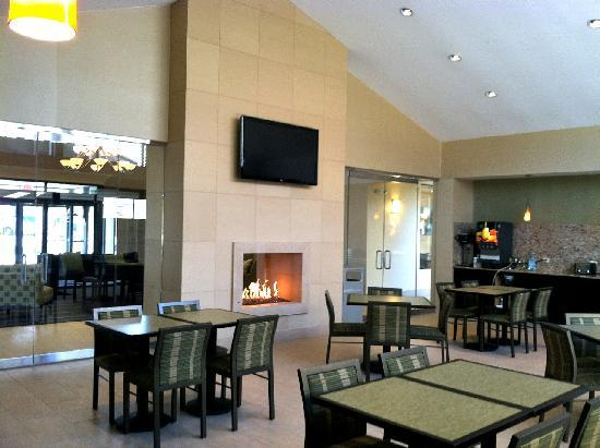 BEST WESTERN PLUS Antioch Hotel & Suites: New breakfast bar with a complimentary hot breakfast