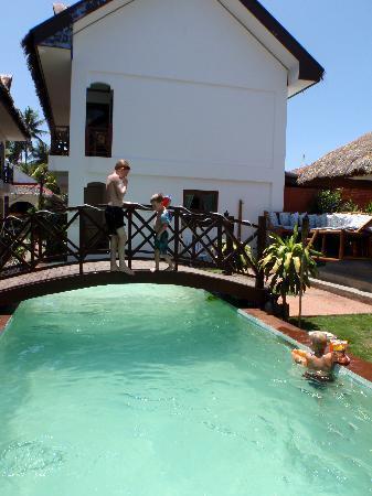 Nirvana Beach Resort: Pool