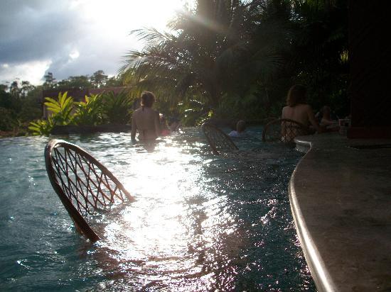 Arenal Volcano riding tour: le bar a meme la piscine