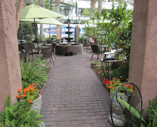 Kelley's Courtyard Cafe: Kelley's Courtyard