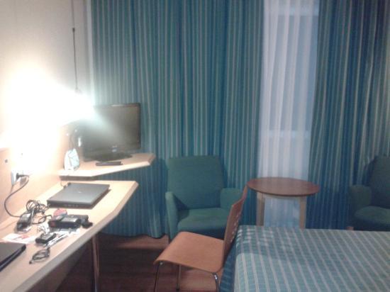Hotel City Express Santander Parayas: mesa para trabajar