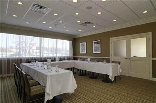 BEST WESTERN PLUS Antioch Hotel & Suites: Corporate meeting space avaliable for up to 24 guests