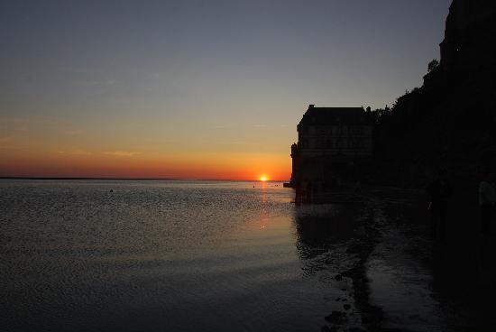 La Mere Poulard : che tramonto dalla mia finestra sulla baia!