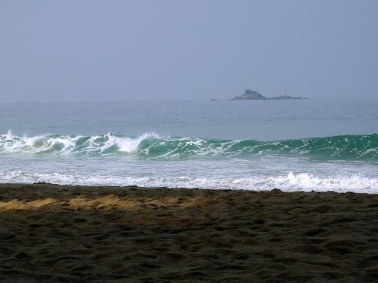 Sakhu, Thailand: Море волнуется