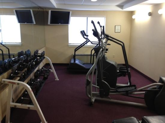 Rodeway Inn Airport: great fitness center with free weights
