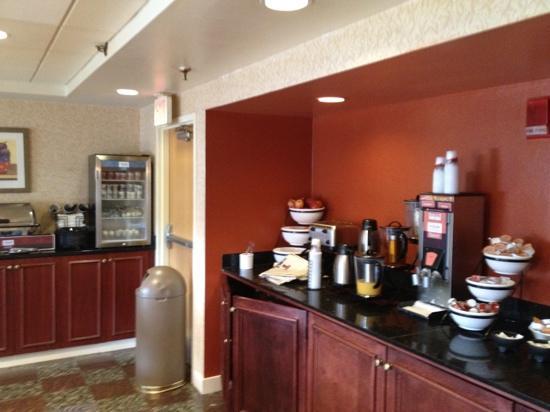 Comfort Inn Airport: good hot breakfast...