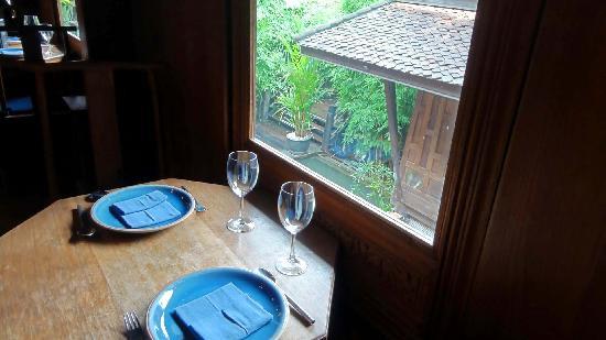 Lan Na Thai: Table