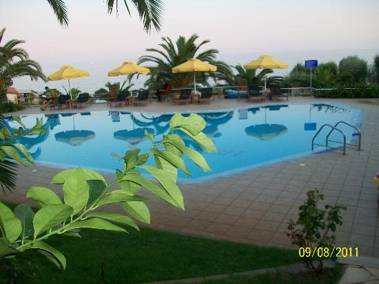Oceanview Beach Hotel: swiming pool