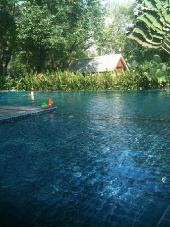 poolen på Lima Bella resort