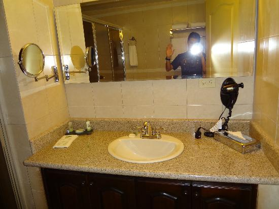 Country Inn & Suites By Carlson, Panama City, Panama: baño