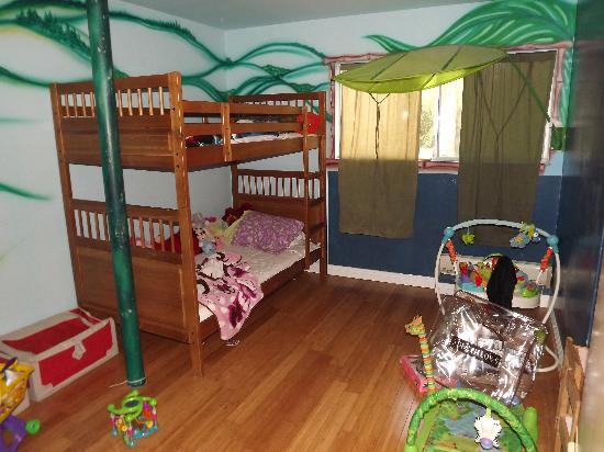 The Capri: Childrens room