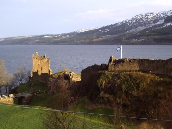 Spring burn Cottage Bed & Breakfast: Glen Urquhart Castle