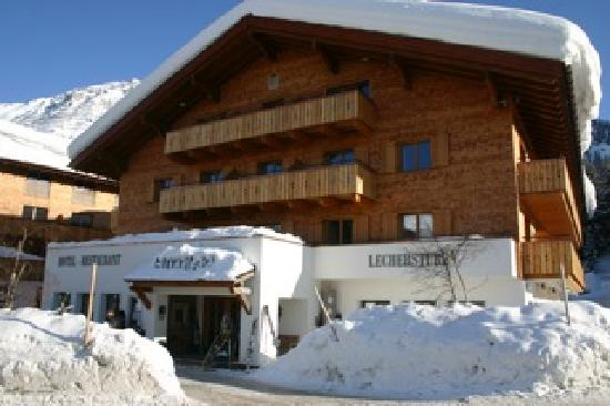 Hotel Gotthard: Front of the hotel