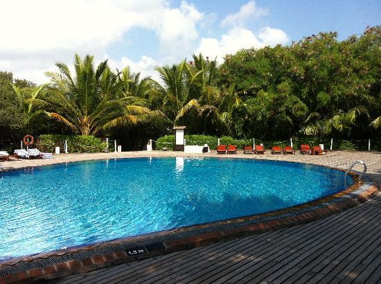 the quiet pool picture of cinnamon dhonveli maldives. Black Bedroom Furniture Sets. Home Design Ideas
