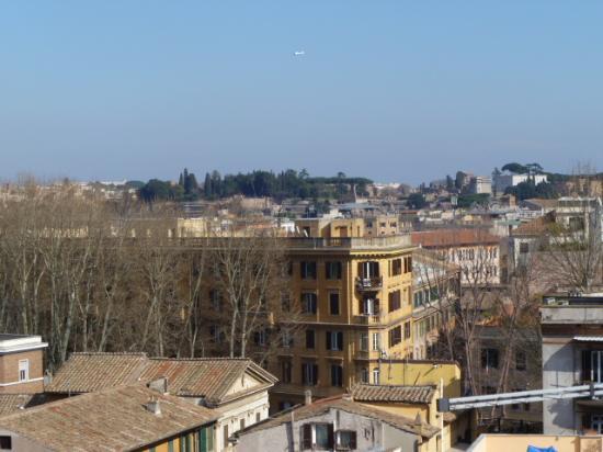 Ripa145 B&B: La vista dal terrazzo-splendida Roma