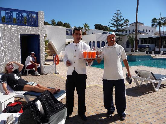 Les Omayades Hotel: au bord de la piscine