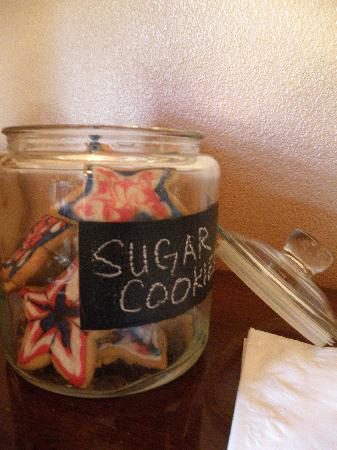 Chehalem Ridge Bed and Breakfast: Our cookie jar is always full of home baked goodness.