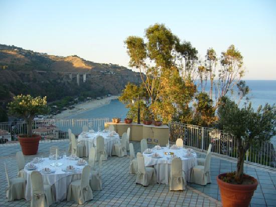 Terrazza ristorante - Picture of Baia dell\'Est, Staletti - TripAdvisor