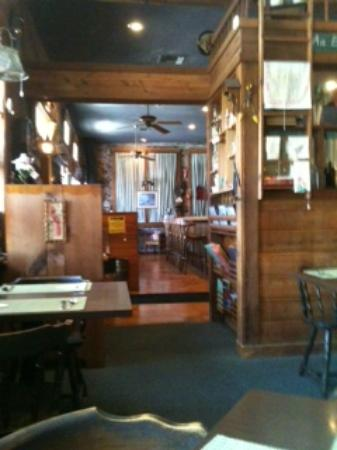 Olde Schoolhouse Restaurant: Looking into booth area from DR