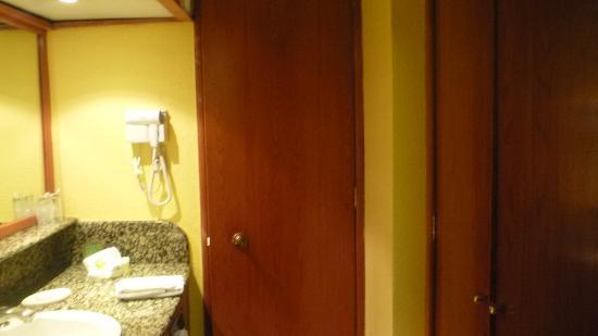 Mision Toreo Centro de Convenciones: Bath Room