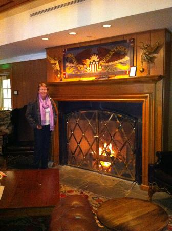 Williamsburg Lodge, Autograph Collection: The Lodge Bar Fireplace