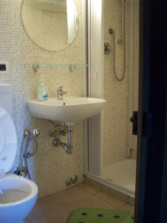 Quovadis: Double bedroom ensuite bath