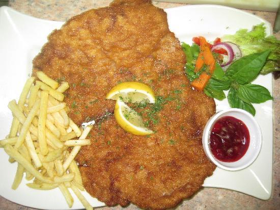 Scout's Place Restaurant & Bar: our famous schnitzel