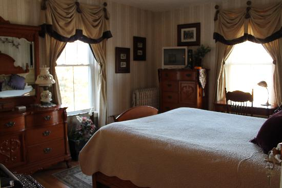 Sleigh Maker Inn Bed & Breakfast: Editor's Room