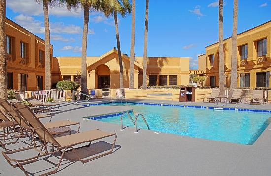 Best Western Green Valley Inn: Pool and Spa