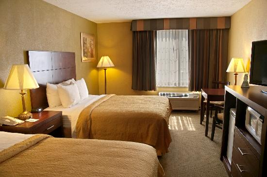 BEST WESTERN Green Valley Inn: Double Queen Guest Room