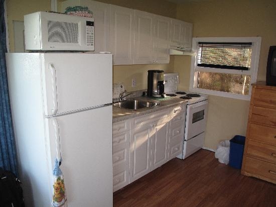 Atlantic View Motel & Cottages: Kitchen
