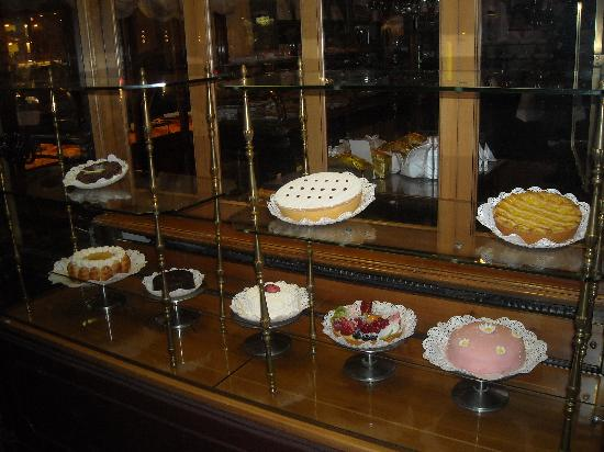 Pasticceria Marchesi : Marchesi side window display