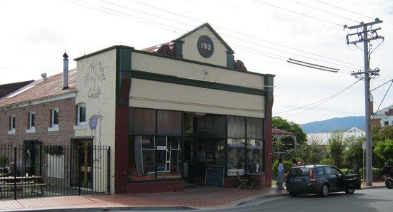 Red Velvet Lounge: Quaint, great atmosphere, fresh local produce
