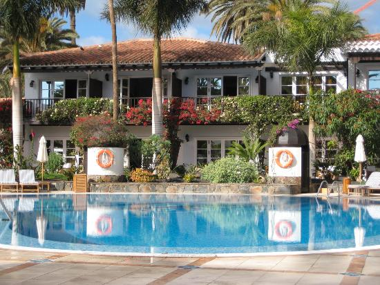 Seaside Grand Hotel Residencia: poolside