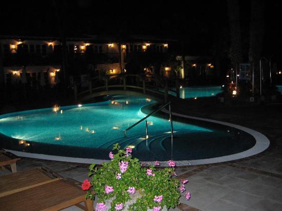 Seaside Grand Hotel Residencia : night pool