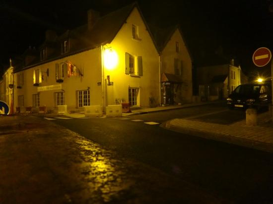 Relais De La Mothe: relais at night!