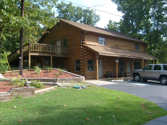 Roaring River Resort & Campground: rooms