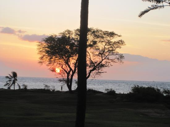Luana Kai Resort: The sunset view from A205.