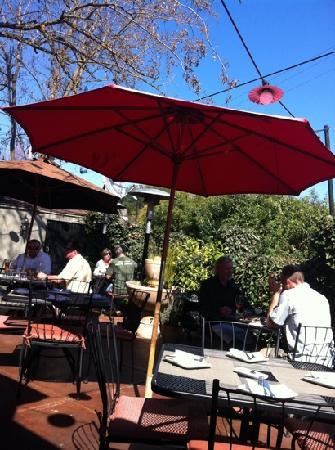 Willi's Wine Bar: patio