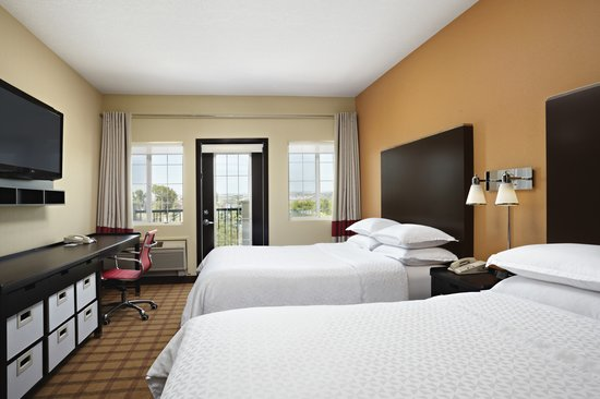 Four Points by Sheraton Calgary West: Traditional Queen