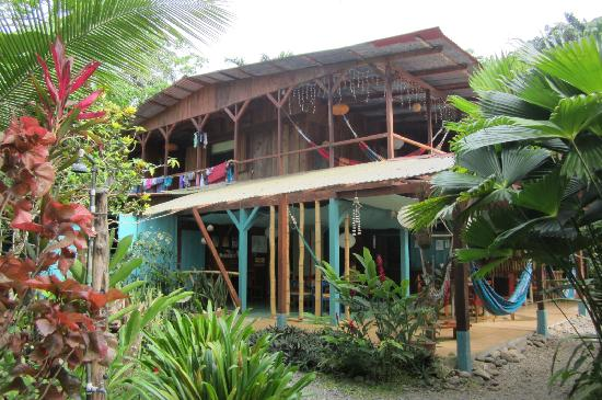 Vista Verde Guest House: lovely building surrounded by vegetation