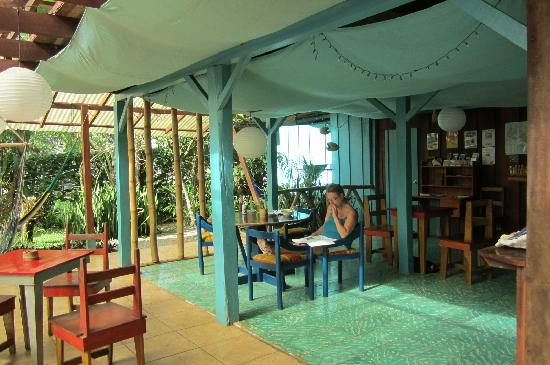 Vista Verde Guest House: kitchen and dinning area