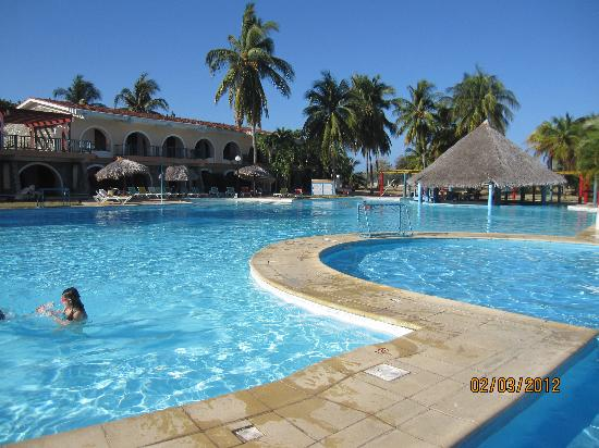Club Amigo Carisol Los Corales: Los Corales pool and bar