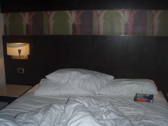 Holiday Inn Cairo Maadi: Messed bed (sorry)
