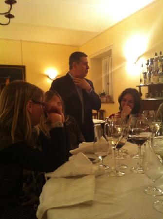 Priocca, Italien: Enrico, il proprietario del ristorante che racconta aneddoti del vecchio Piemonte... adorabile!
